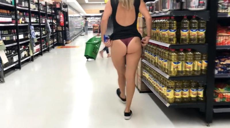 Moglie Esibizionista al Supermercato