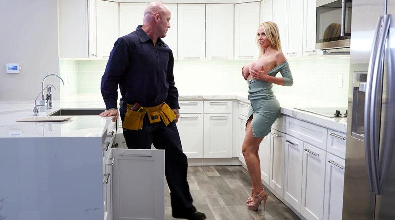 Casalinga vogliosa del cazzo dell'idraulico