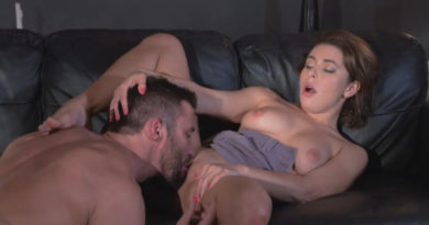 Michele lecca la figa a Clara